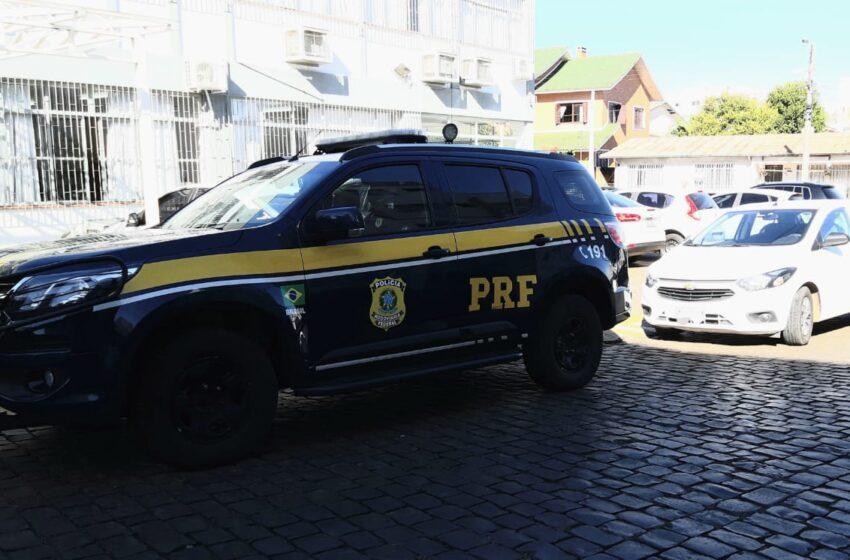PRF conduz à polícia judiciária em Vacaria suspeitos de assalto a estabelecimento comercial