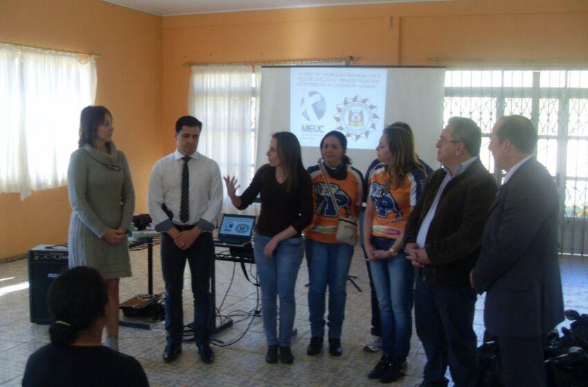 Entrega de agasalhos e palestra educativa na Escola Inácio Souza Pires