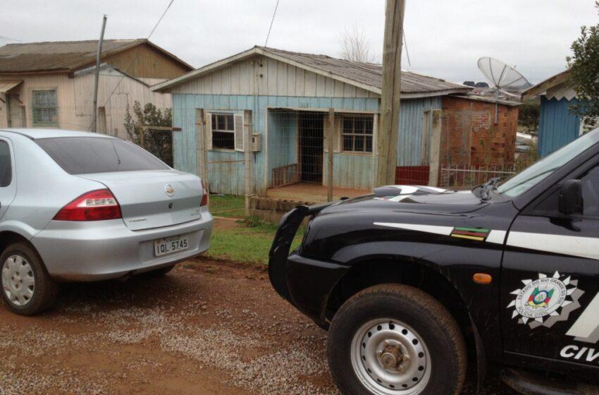Polícia Civil de Vacaria prende casal e apreende adolescente com pedras de crack