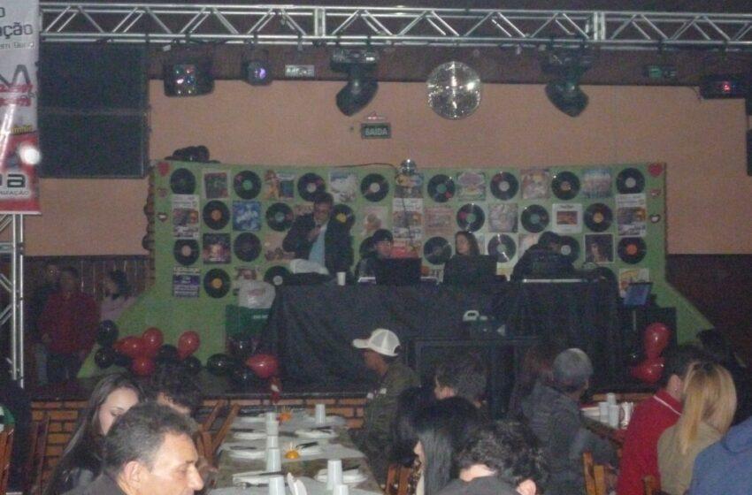 Jantar dançante em homenagem aos namorados lotou sede social da ABAMF/Regional Vacaria