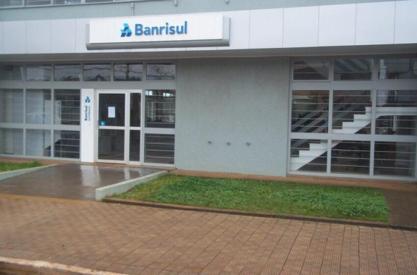 Homens armados assaltam agência do Banrisul em Esmeralda e fazem reféns