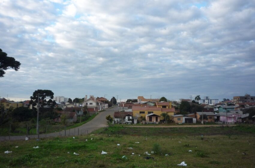 Esquina vira depósito de lixo no Bairro Petrópolis