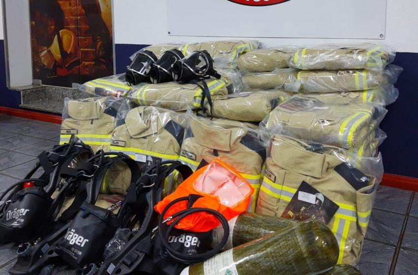 Bombeiros recebem novos equipamentos de proteção individual