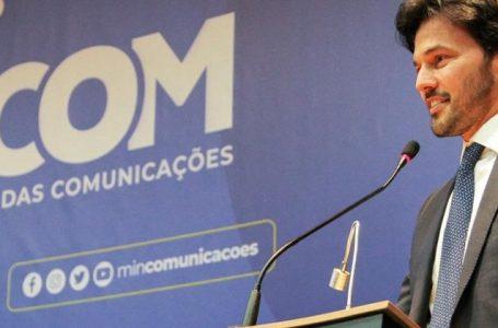 Todo celular feito no Brasil terá rádio FM, promete ministro