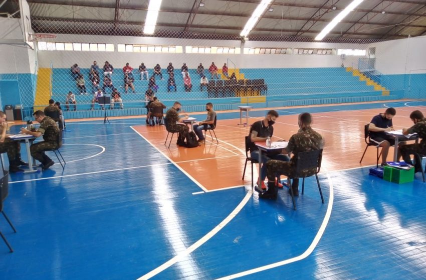 Exército faz inspeção com jovens que irão servir
