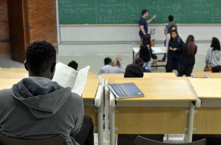 UnB foi a primeira universidade federal a adotar sistema de cotas raciais   UnB reserva vagas para negros desde o vestibular de 2004   Percentual de negros com diploma cresceu quase quatro vezes desde 2000, segundo IBGE