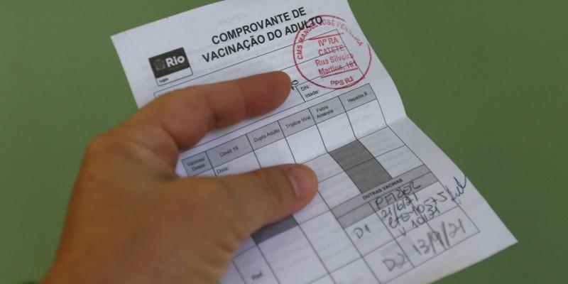 Pessoas vacinadas terão prioridade para entrar em locais públicos