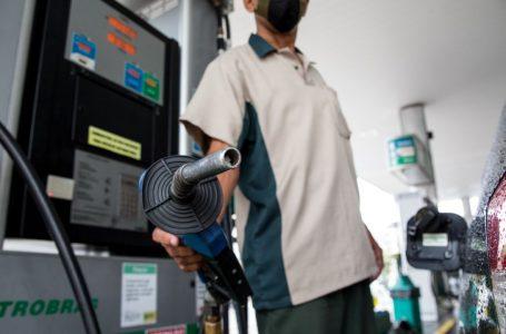 Encher tanque com gasolina ficou quase R$ 80 mais caro em 2021