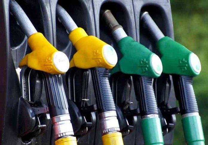 Calculadora gratuita de app mostra qual combustível é mais vantajoso